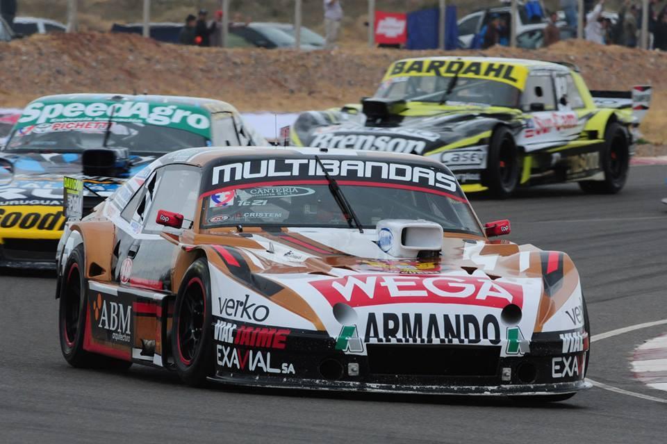 Wega junto a sus pilotos en una nueva fecha del TC